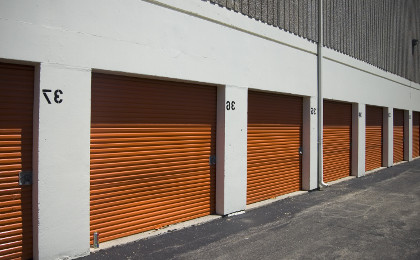 Self storage / real estate